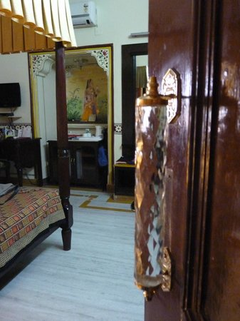 Umaid Bhawan Heritage House Hotel: Inside our room