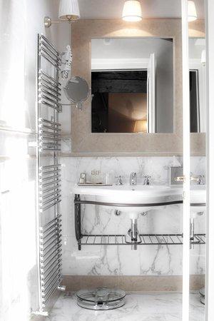 Golden Tower Hotel & Spa : bathroom