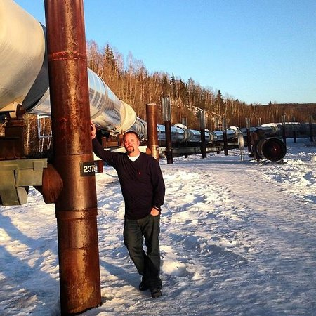 Alyeska Pipeline Visitor Center: Pipeline in the afternoon