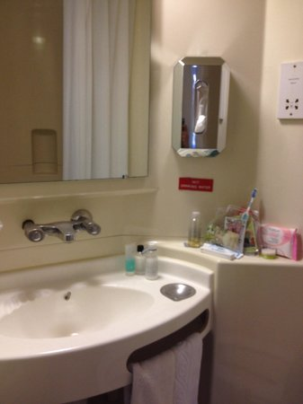 MEININGER Hotel London Hyde Park: Bagno in camera