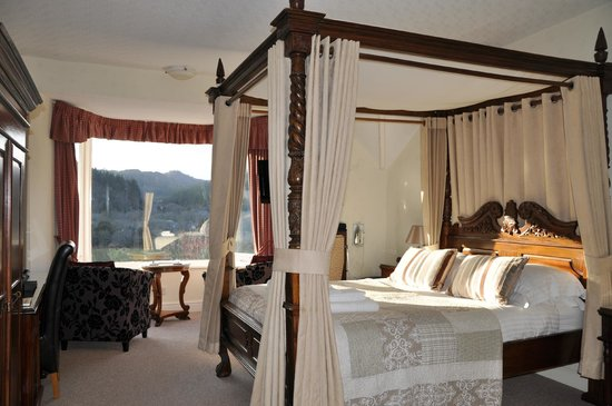 Aberconwy House: Four Poster Room