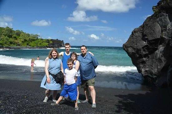 Awapuhi Adventures : Family at Black sand beach