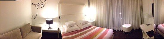 le Windsor Grande Plage Biarritz: Chambre côté rue