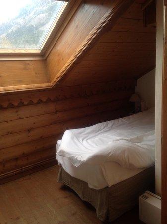 Pierre & Vacances Premium Residenz La Ginabelle: Спальня на последнем этаже