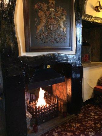 Goldsborough, UK: Lovely warm fire