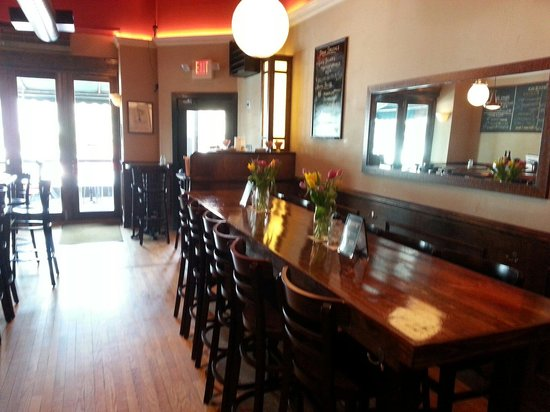 Pag's Pub & Pizza: Large communal table to make some new friends.