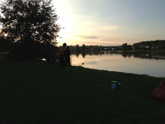 La Croix du Vieux Pont: Beautiful sunset whilst happily fishing at the lake
