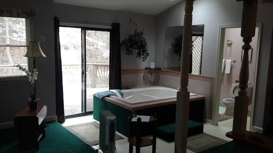 Brookside Cabins : Bathtub