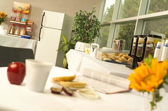 Residence & Conference Centres - Niagara on the Lake: Complimentary Continental Breakfast