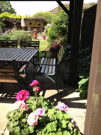 Goldsborough, UK: One of the undercover seating areas