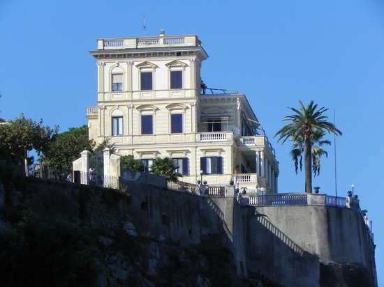 Villa Terrazza: View of the Villa from picolla marina