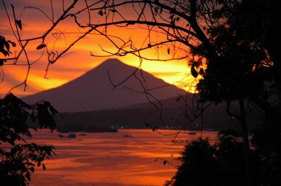 Lembeh Resort: Volcano view