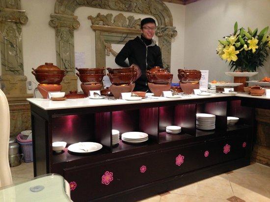 Hanoi Meracus Hotel 1: Breakfast spread. I liked the claypots.