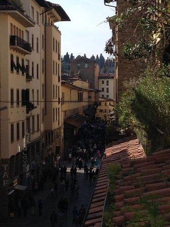 Hotel Della Signoria: vista su ponte vecchiodal balcone