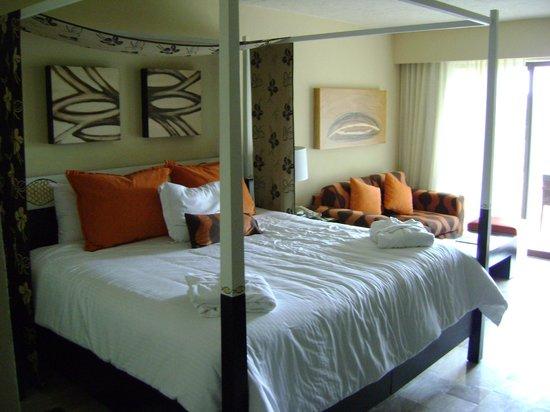 Dreams Puerto Aventuras Resort & Spa: great room