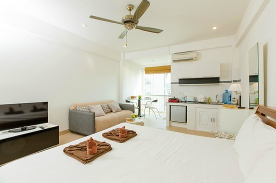 Patong Studio Apartments: studio for 2 to 8 adults and 4 kids