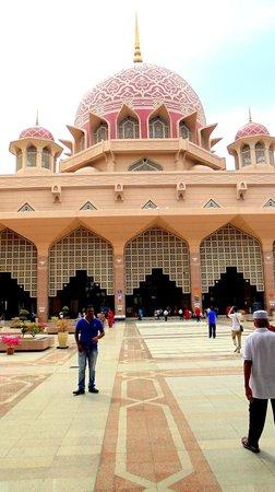 Putra-Moschee (Masjid Putra): Inside of the mosque