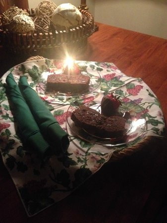 Lawrenceburg Bed and Breakfast: Dessert to the room at night (special birthday request)