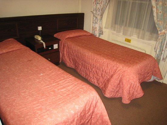 Bayswater Inn: Camas habitación