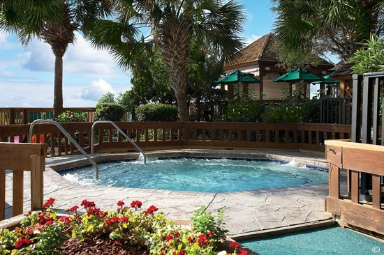 Beach Cove Resort: Large Outdoor Hot Tub