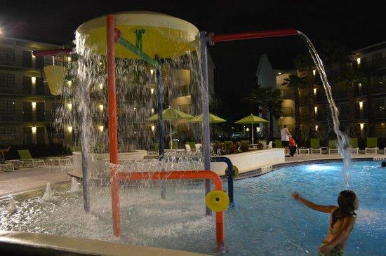 Avanti International Resort: As crianças se divertem na piscina aquecida e no parquinho com areia.