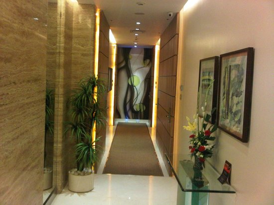 Residency Hotel Andheri: floor design