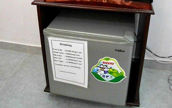 Vy Khanh Guesthouse : холодильник-минибар