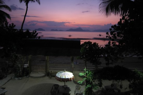 Greenviews Resort Corong-Corong: Sunset from the Dining Area