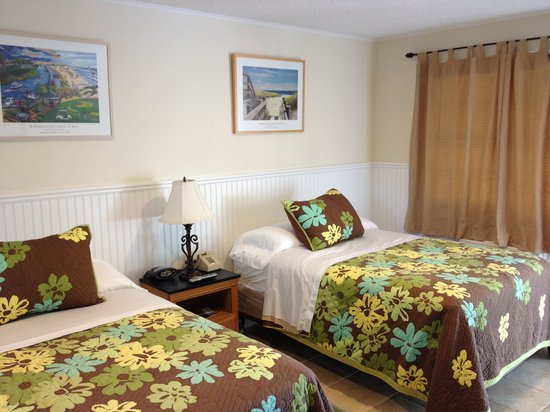 Westhampton SeaBreeze Motel: Standard Rooms include two full sized beds