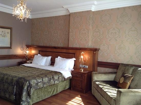 Ferman Hotel: room 301. corner room and 1 floor above Lobby (easy access to free turkish delight!)