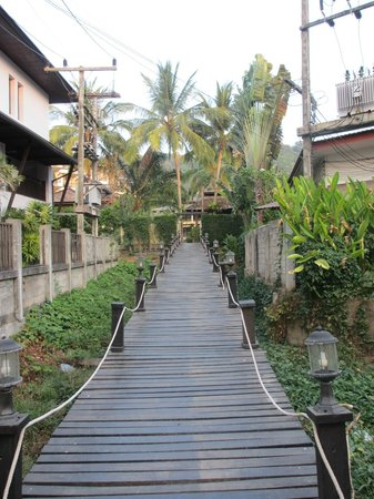 Krabi La Playa Resort : Walkway to Noppratrat Beach