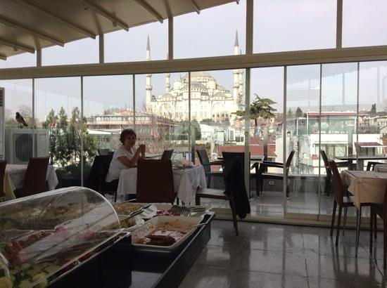 Ferman Hotel: a million dollar view while having your breakfast