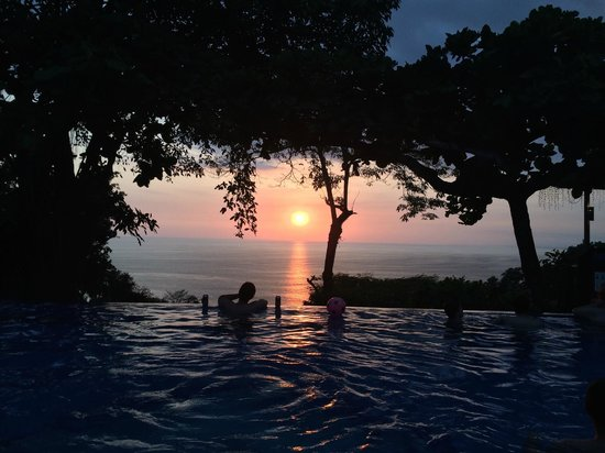 Tulemar Resort: Sunset at the Pool