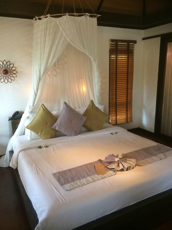 Le Vimarn Cottages & Spa: Room with mosquito net