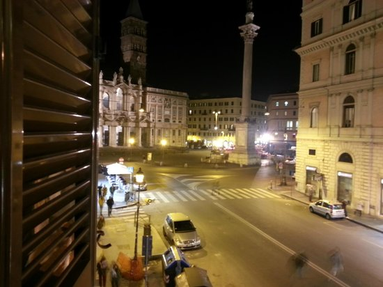 Amalfi Hotel: Vista do quarto para Igreja de Sta Maria Maggiori