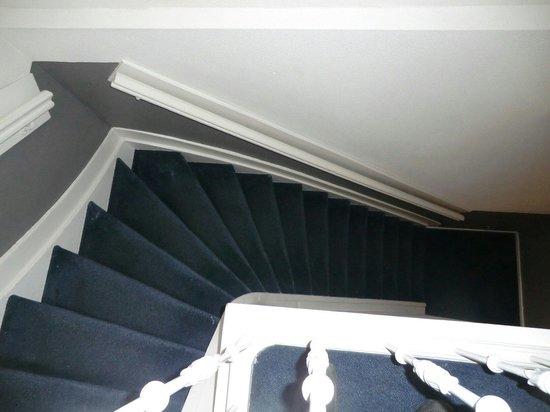 Hotel La Boheme: La escalera-fuera vertigo