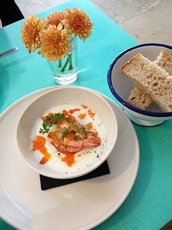 conTenedor : Crème de chou-fleur, oeufs de saumon et crevettes