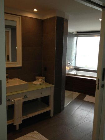 Efe Boutique Hotel : bathroom with great view