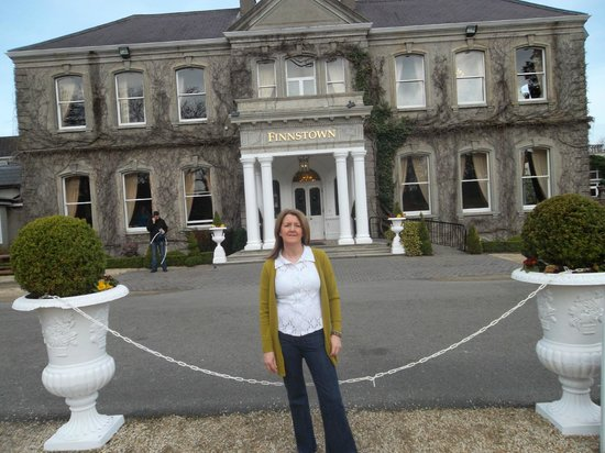 Finnstown Castle Hotel: front of hotel
