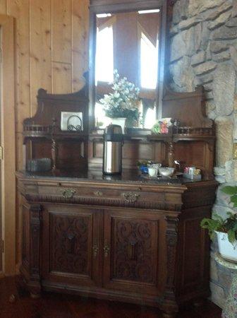 Elkwood Manor Bed & Breakfast: Coffee bar