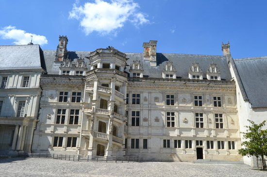 Chateau Royal de Blois: Парадная винтовая лестница (крыло Франциска I)