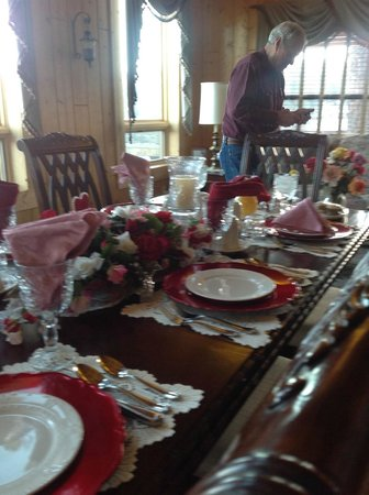 Elkwood Manor Bed & Breakfast: First morning breakfast - Valentine's Day decor