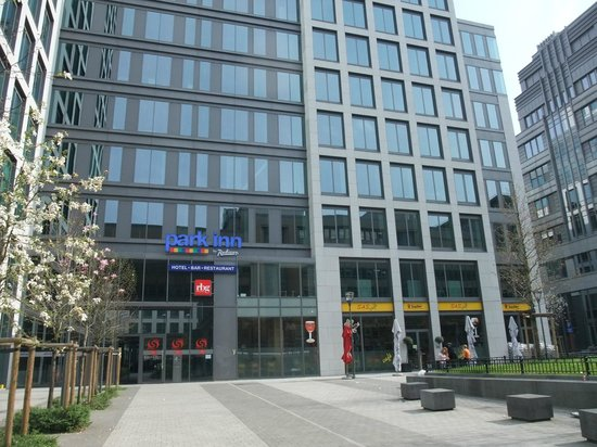 Park Inn by Radisson Brussels Midi : False frontage - go through the doors and then thro' a courtyard !