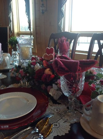 Elkwood Manor Bed & Breakfast: Valentine's Day Table