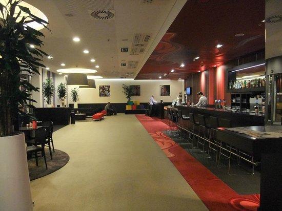 Park Inn by Radisson Brussels Midi: Reception area