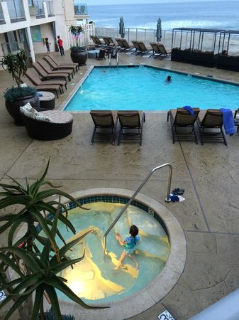 Beach Terrace Inn: Pool and hot tub area
