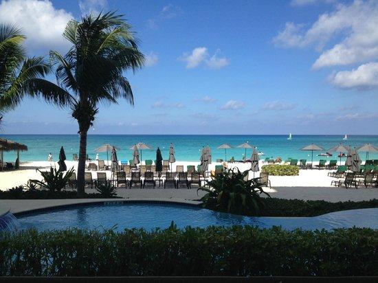 Beachcomber Grand Cayman: View from patio #2 Beachcomber