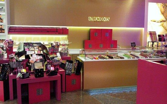 Fauchon Paris: Sweets display
