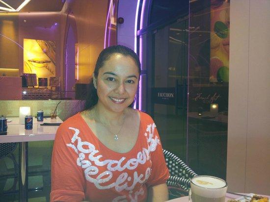 Fauchon Cafe: Enjoying the place