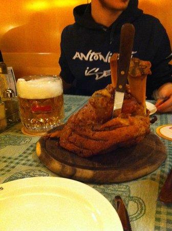 Schweizerhaus: Stinco e birra
